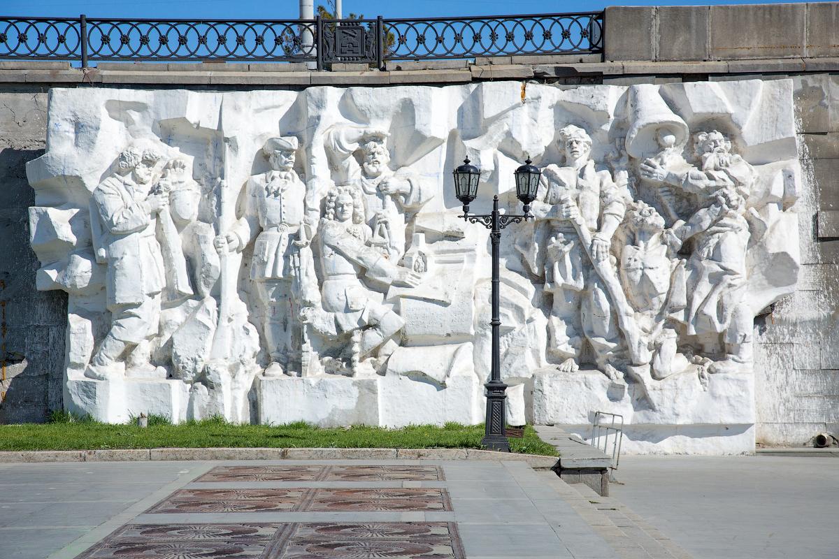 """Барельеф """"Рождение города"""""""
