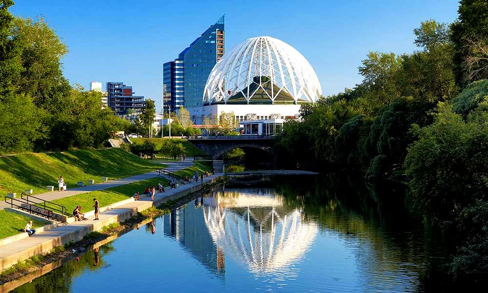 набережная-реки-Исети.-Екатеринбург